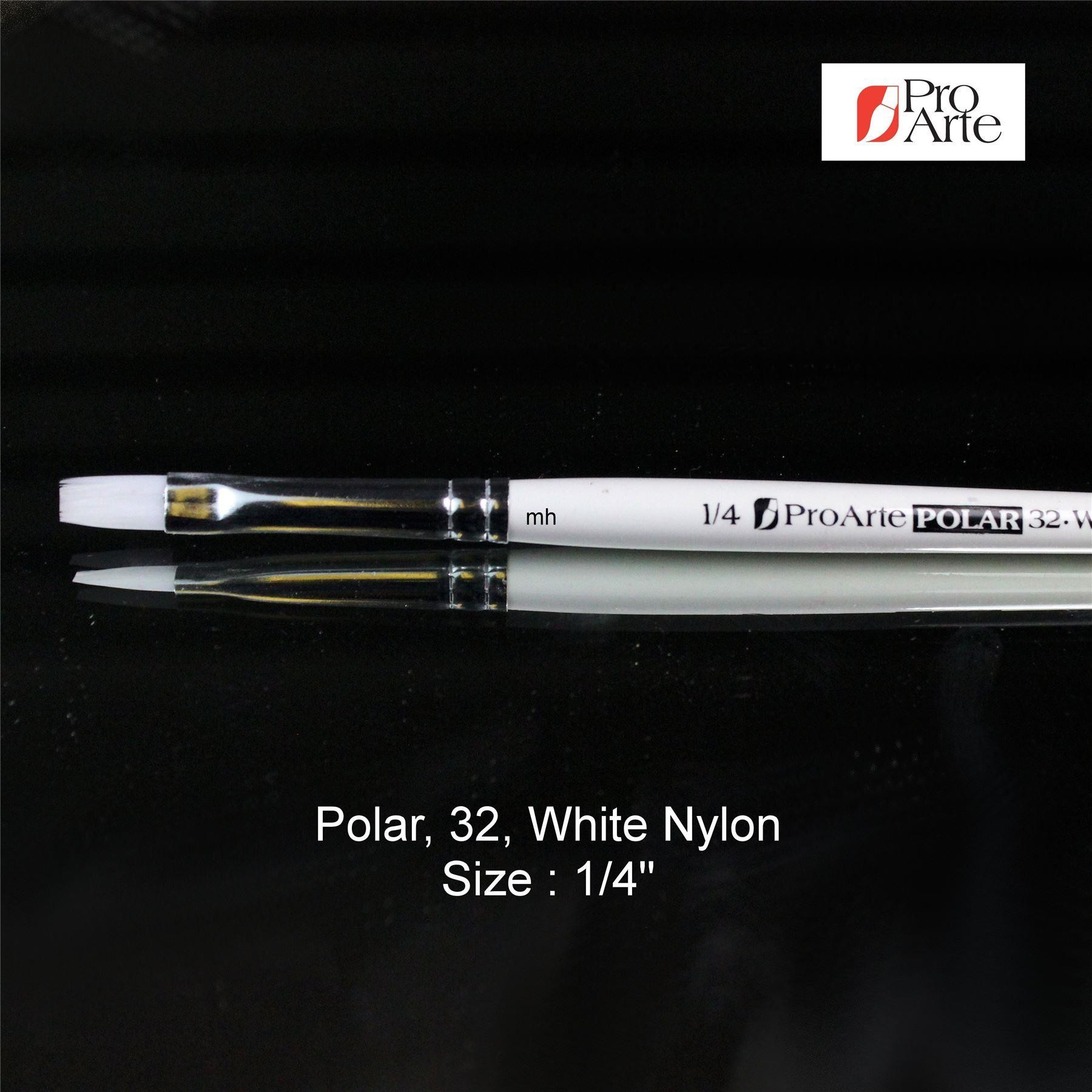 Pro Arte Series 32 flat artists brushes