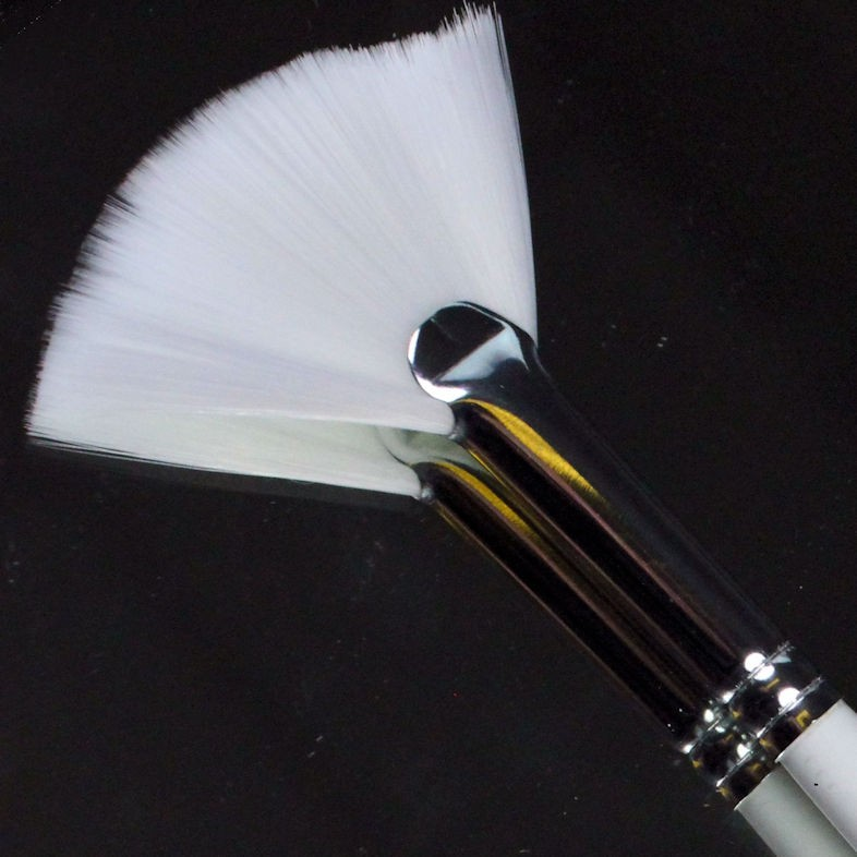 Pro Arte series 33 fan brush